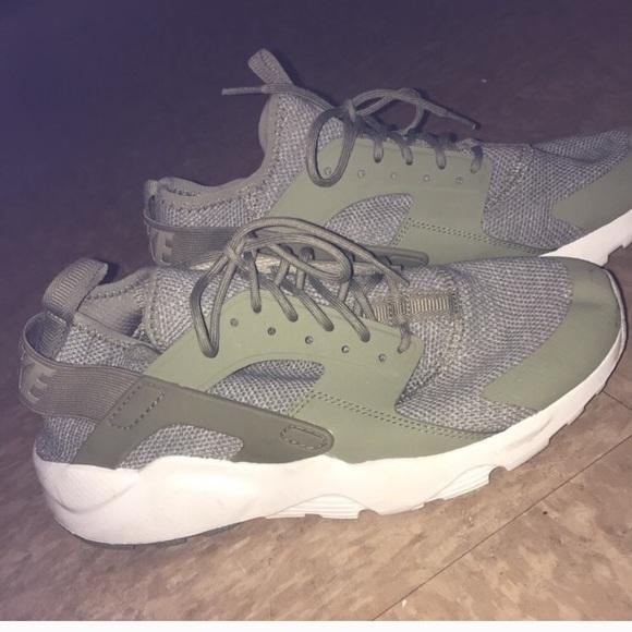 on sale 51dc3 1ead7 Nike hurache shoes men. M 5c182c1d34a4efa6a44e9ac4